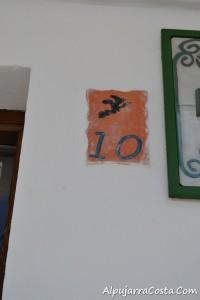 Soportujar-53 señalización de los números de las casas del pueblo de brujas